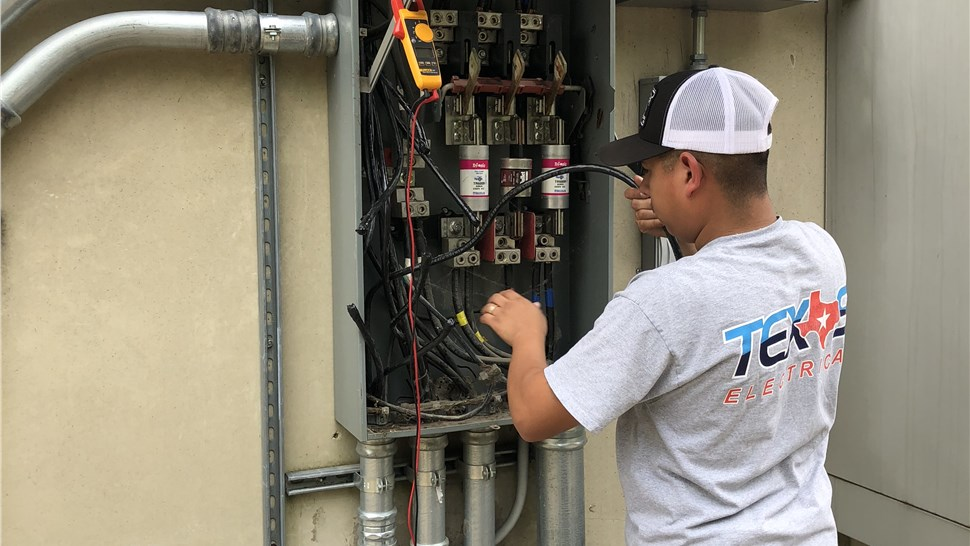 commercial electrician in Grand Prairie, TX